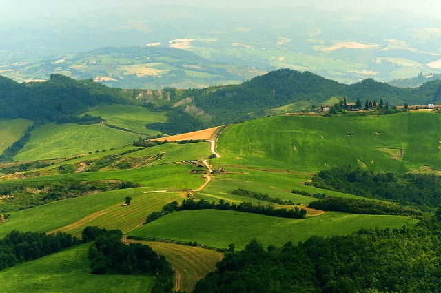 emilia-romagna-hills-sloping-down-the-appennines.jpg